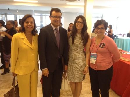 Helena Delamonica, secretária-geral da Ordem em Minas à esquerda, palestrante Joelson Dias e sua assessora, e Isabel Furtado, psicóloga da Pastoral da Mulher de BH.