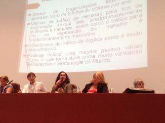 """""""As redes de tráfico Brasil-Espanha: perfil das vítimas"""" por Verônica Teresi. (Profª. Me. da UNISANTOS, especialista na temática de tráfico humano, em especial no contexto do tráfico de mulheres da rota Brasil-Espanha e consultora do Ministério da Justiça sobre tráfico humano)."""