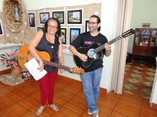 Iracema Soares e o voluntário Eduardo Mejía sj animaram a festa