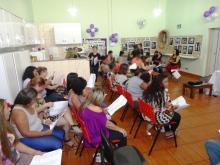 Cantinho da Paz em sintonia: música na voz das mulheres! Logo depois, houve um bate-papo com comentários das mulheres sobre as peças gráficas e vídeos.